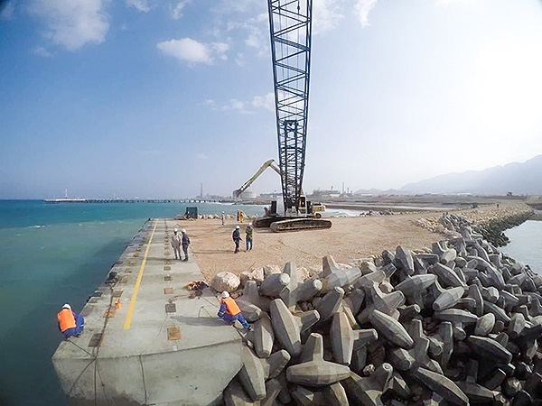 Oman LNG construction wharf
