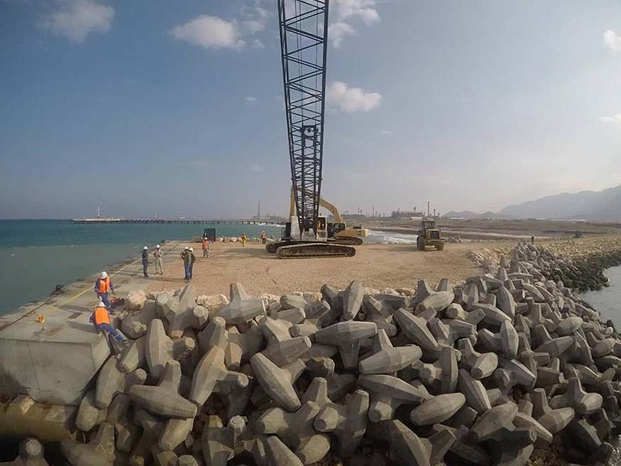 Oman LNG Wharf and construction crew